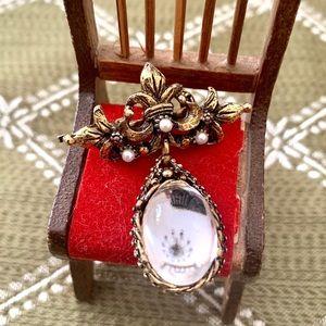 Vintage teardrop rhinestone brooch